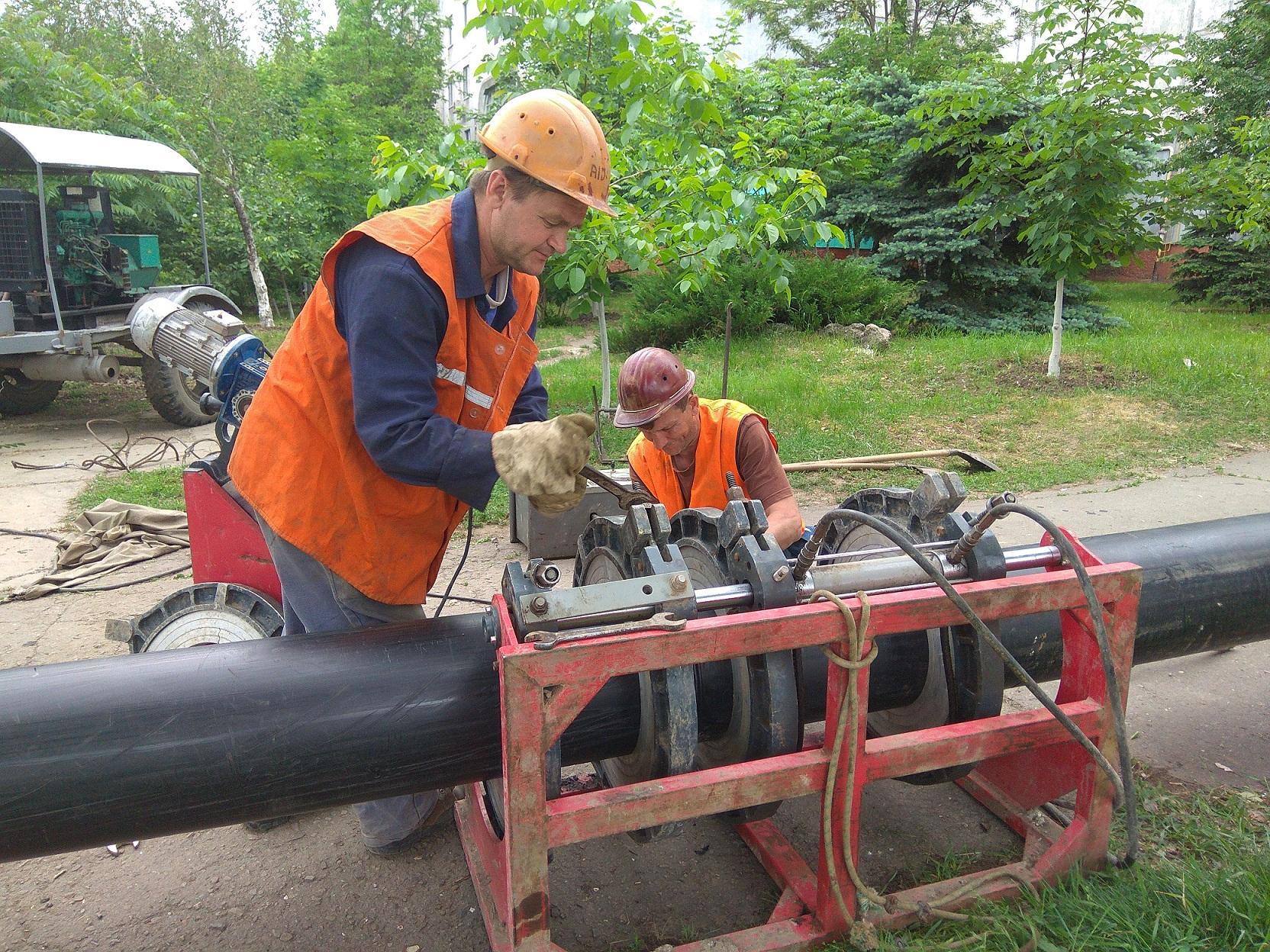 В Брянке ведутся работы по замене водовода. Водоснабжение отдельных улиц ограничено.