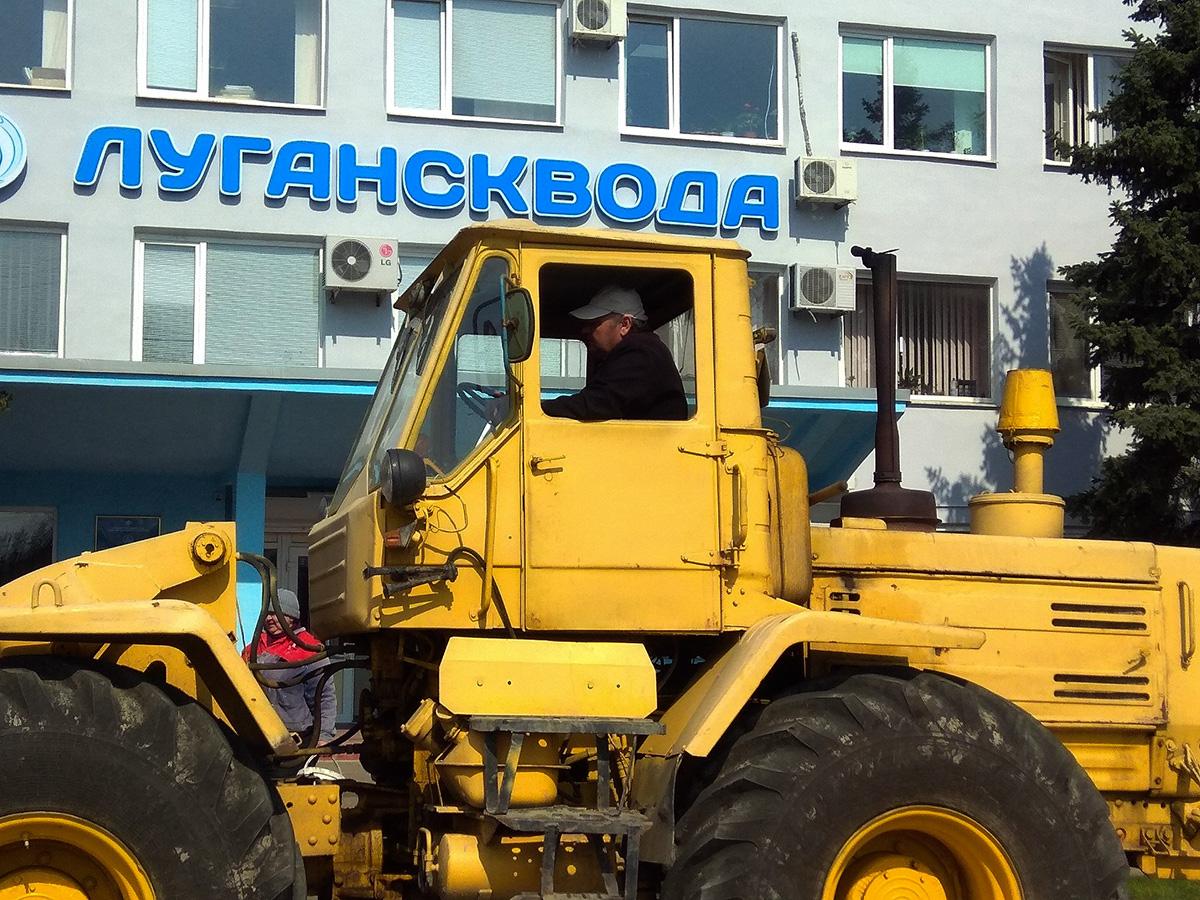 Специалисты Ровеньковского департамента ГУП ЛНР «Лугансквода» выполняют плановые работы по ремонту водопроводных сетей
